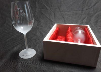darkova kazeta svatebníi sklenice